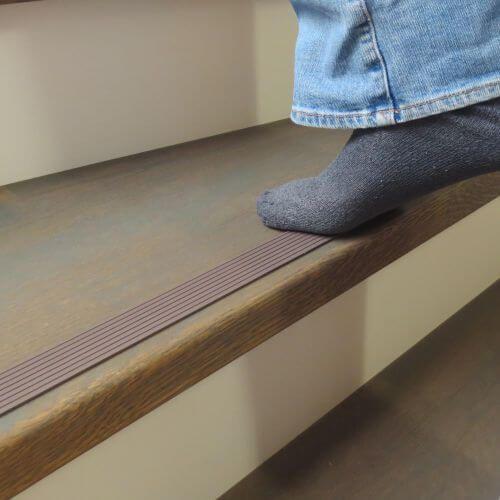Anti slip strip bruin op traptrede