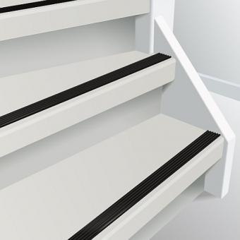 Voorbeeld van doorlopende trapstrip kleur zwart