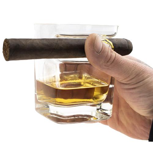 Whisky glas met sigarenhouder