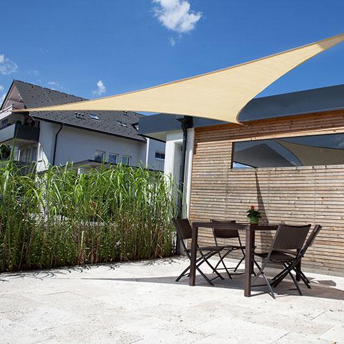 Zonnedoek 3x3x4,24m 190gr/m²  90° crème sfeerfoto